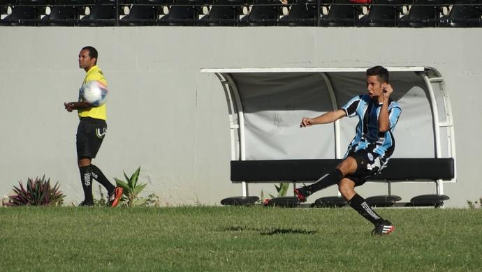 Lateral esquerdo Weverton (Foto: André Vinícius / GloboEsporte.com)