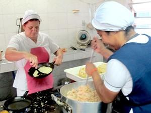 Alimentos são doados para instituições beneficentes de São Vicente, SP (Foto: Mariane Rossi/G1)