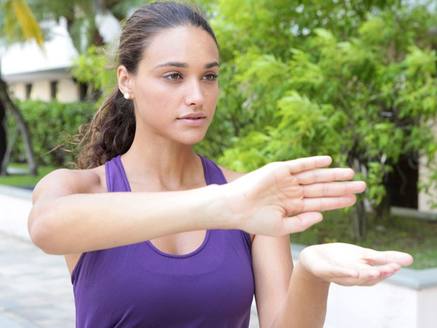 Débora Nascimento teve aulas de Tai Chi Chuan para viver Taís (Foto: Flor do Caribe / TV Globo)