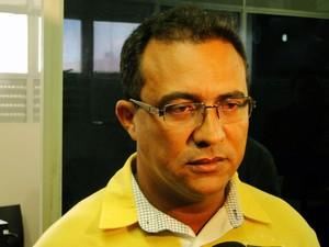 Francisco Silvanei dos Santos se apresentou à polícia e foi solto  (Foto: Ricardo Araújo/G1)