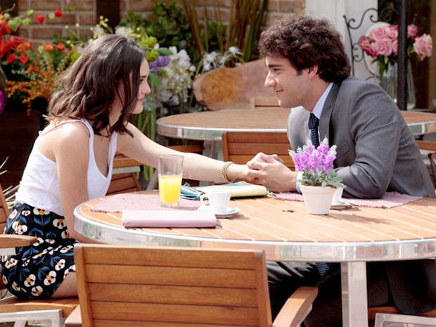Será que o reencontro entre Cida e Elano vai ter um final feliz? (Foto: Cheias de Charme / TV Globo)