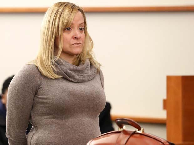 Liana Barrientos aparece em corte de Nova York nesta sexta-feira (10) (Foto: AP Photo/Julio Cortez)