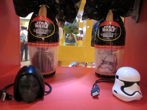 A Nestlé investiu em brindes que trazem sucessos atuais e que são úteis no dia a dia, como caixinhas de som com cabo USB em forma de máscaras do Star Wars  (Foto: Marta Cavallini/G1)