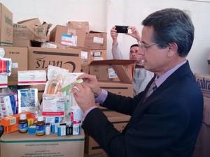 Milhares de remédios vão vencer nos próximos meses e naõ serão usados, diz secretário de Saúde (Foto: Dinaredes Parente/TV Anhanguera)