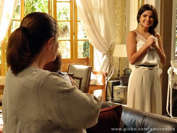 Ciça alfineta Aline na frente de César: 'Qual ingrediente secreto você usa?' (Foto: Amor à Vida / TV Globo)