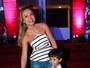 Eliana vai com o filho à festa de Tiago Abravanel, em São Paulo
