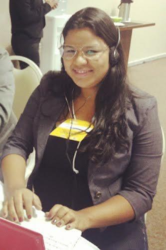 Carol Souza é repórter do portal G1 da TV Grande Rio (Foto: Arquivo Pessoal)