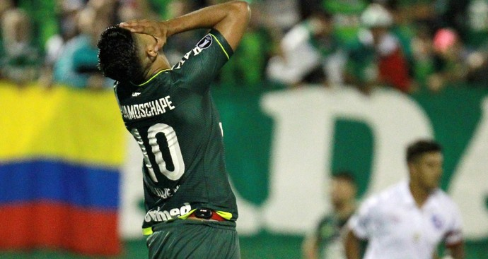 Túlio de Mello Chapecoense x Nacional (Foto: REUTERS/Diego Vara)