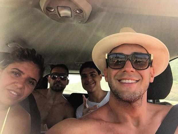 André Marques com amigos na Espanha (Foto: Instagram/ Reprodução)