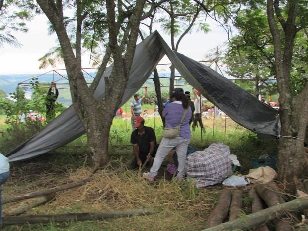 Segundo o MST, 700 famílias ocuparam duas áreas da Araupel em Quedas do Iguaçu na madrugada desta terça (9) (Foto: MST / Divulgação)