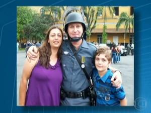 O casal de policiais militares Andréia Regina Bovo Pesseghini, de 36 anos, e Luís Marcelo Pesseghini, com o filho, Marcelo Pesseghini, de 13 anos (Foto: Reprodução/TV Globo)