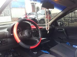 Carro do suspeito, reconhecido por vítimas de abuso sexual (Foto: Silvio Muniz/G1)