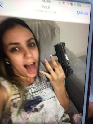 Jovem de 21 anos foi presa por tráfico em Salvador (Foto: Divulgação/Polícia Civil)