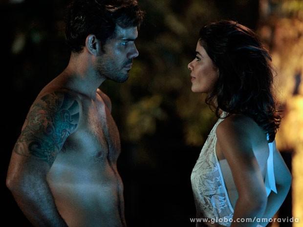 Aline é capaz de tudo para tirar a fortuna do marido (Foto: Pedro Curi/TV Globo)