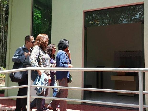 Familiares e amigos vão ao velório de Selma Reis (Foto: Juliana Scarini/ G1)