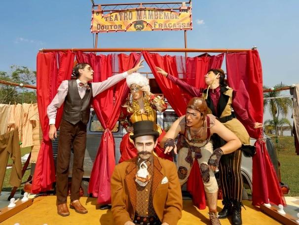 O grupo apresenta clássicos do circo-teatro e peças de autores populares (Foto: Divulgação/Lígia Jardim)