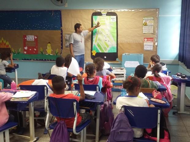 Após pesquisa de campo, alunos montaram mapas em sala de aula (Foto: Divulgação)