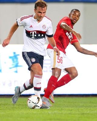 Robinho Gotze Bayern x Guangzhou Evergrande (Foto: Getty Images)