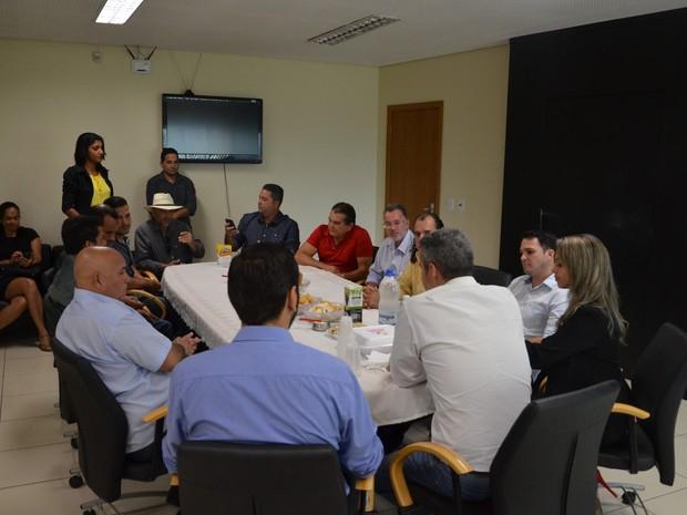 Proibição de conteúdo foi tomada após reunião entre prefeito e vereadores (Foto: Jeferson Carlos/ G1)