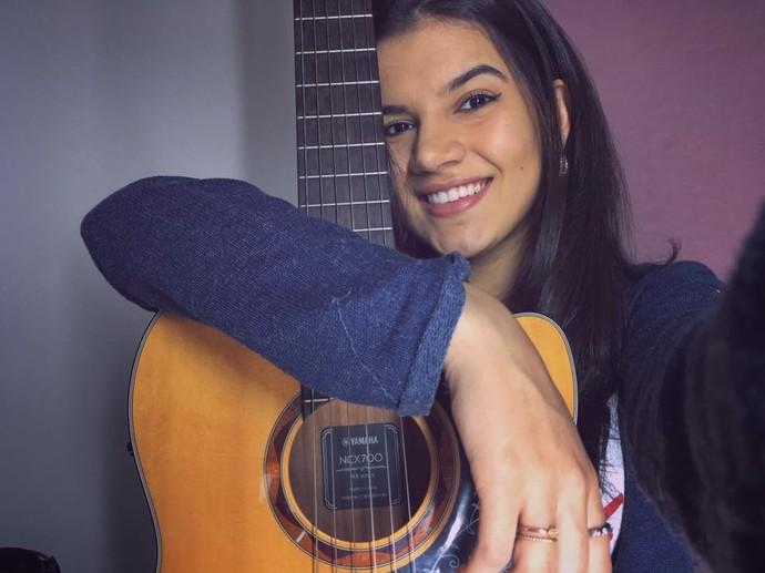 Além de cantora, Amanda também é compositora (Foto: Divulgação)