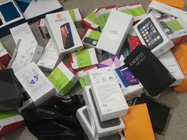 Polícia Civil confirmou que alguns dos aparelhos apreendidos são roubados (Foto: Cristiano Santana/Polícia Civil)