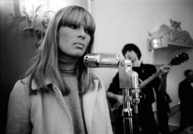 Nico nos anos 60, quando colaborou como Velvet Underground (Foto: Divulgação)
