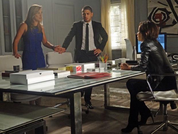 Amanda revela segredo de Marta para Clara e João Lucas (Foto: Gshow)