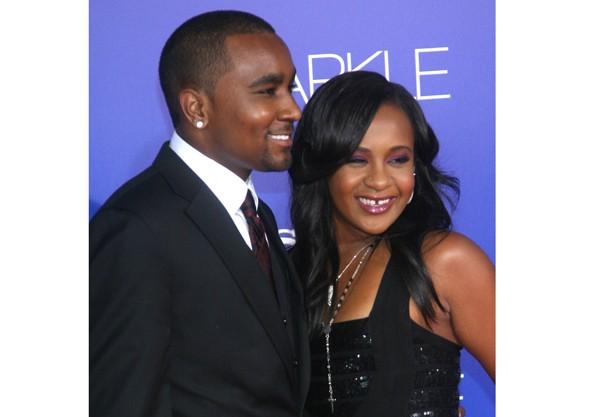 Filha de Whitney Houston pode não se recuperar depois de ser encontrada inconsciente!