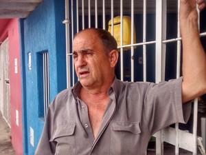 Corpo foi encontrado em frente a casa de aposentado no Bosque, em Mogi das Cruzes. (Foto: Maiara Barbosa/G1)