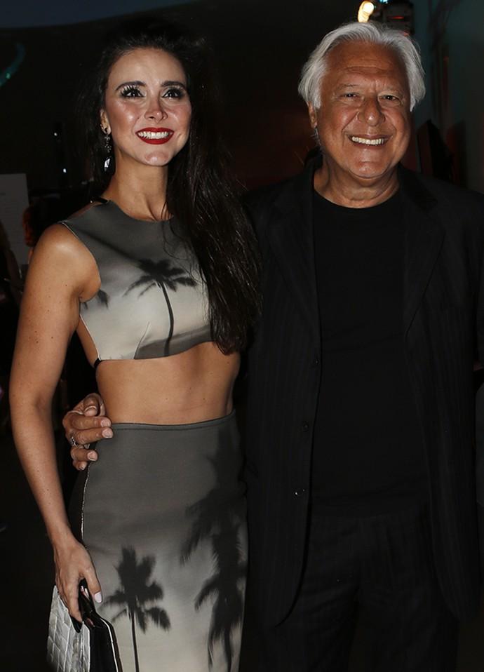 Fagundes posa ao lado da namorada, Alexandra Martins, que exibe boa forma (Foto: Fábio Rocha/Gshow)
