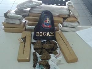 Três são detidos por tráfico de drogas na zona sul de São José (Foto: Divulgação/PM)