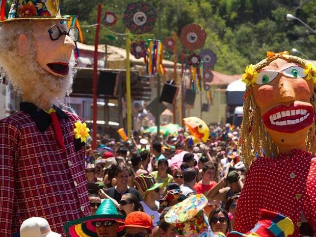 Multidão curte o carnaval ensolarado de São Luiz do Paraitinga (SP). (Foto:  Roosevelt Cassio/Reuters)