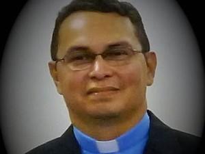 Padre Sidney Canto tem diversos artigos publicados em jornais e sites de Santarém, além de vários livros sobre a região oeste do Pará.  (Foto: Arquivo pessoal)