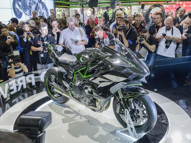 Kawasaki Ninja H2R foi apresentada nesta terça-feira (30), na abertura do Salão de Colônia, na Alemanha (Foto: Divulgação)