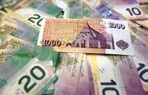 Homem bêbado tentou dar gorjeta de R$ 227 mil a garçonete no Canadá (Foto: Reuters)