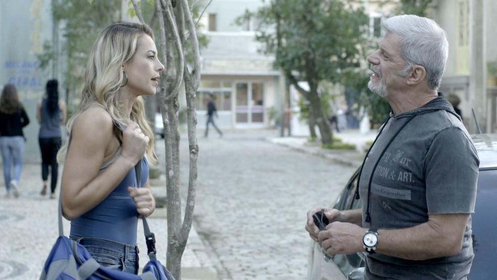 Allan diz a Jeiza que ela terá que repensar sua relação com Zeca caso queria seguir na luta (Foto: TV Globo)