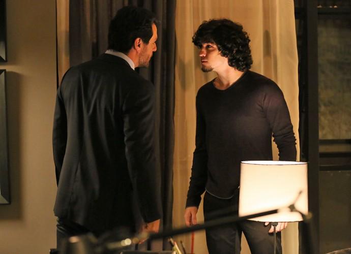 Alex ameaça matar Guilherme (Foto: Isabella Pinheiro / Gshow)