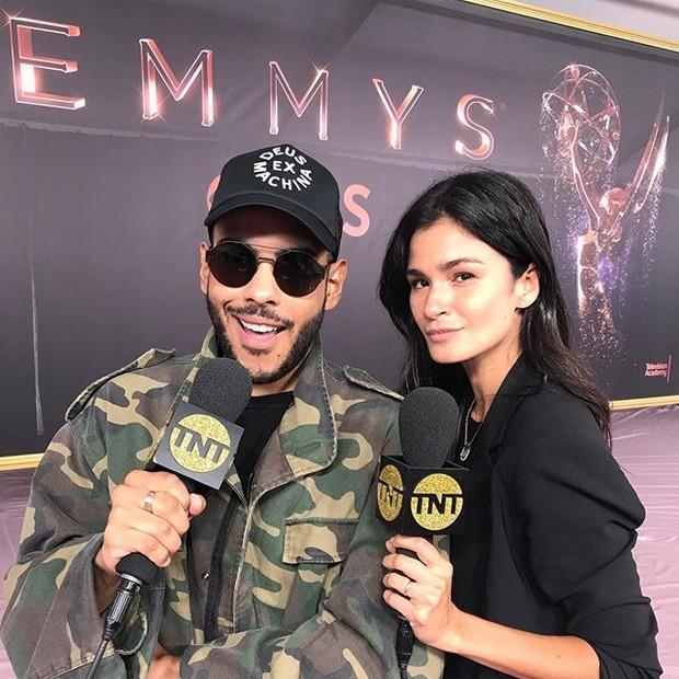 A apresentadora divide com Hugo Gloss a missão de cobrir o red carpet do Emmy Awards (Foto: reprodução/instagram)