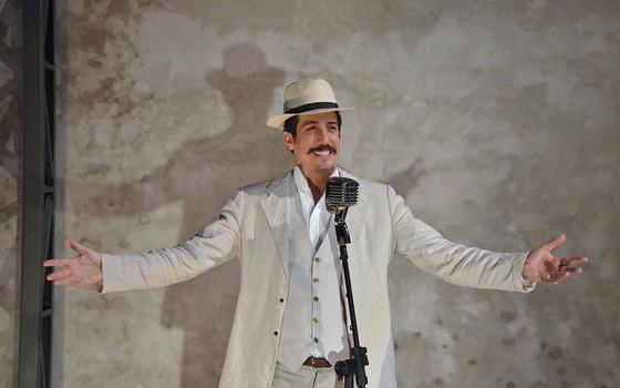 """Eduardo numa cena do monólogo Cartas libanesas: """" (Foto: Divulgação)"""