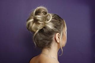 Penteado para o verão: coque para o trabalho (Foto: Celso Tavares/EGO)