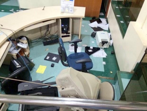 Recepção da ortopedia de Santa Casa de Limeira foi depredada (Foto: Arquivo pessoal)