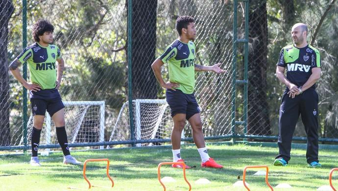 Luan e Marcos Rocha, do Atlético-MG (Foto: Bruno Cantini/Flickr CAM)
