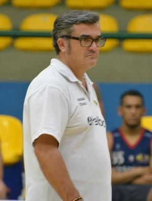 Paco García treino Mogi Basquete (Foto: Cairo Barros)