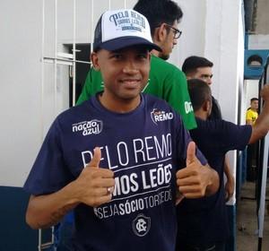 João Victor ficou entusiasmado com a festa da torcida (Foto: Samara Miranda/GloboEsporte.com)