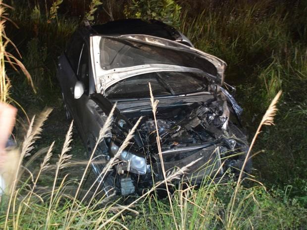 Duas pessoas morreram e três ficaram feridas em capotagem na BR-230 na Paraíba (Foto: Walter Paparazzo/G1)