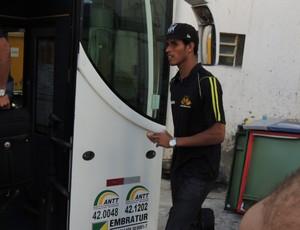 Ewerton Páscoa zagueiro Criciúma embarque (Foto: João Lucas Cardoso)
