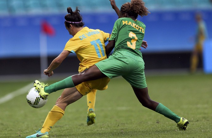 australia x zimbabue; olimpiadas; arena fonte nova;  Lisa de Vanna; Sheila Makoto (Foto: Fernando Donasci/Reuters)