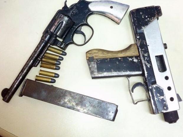 Armas apreendidas com adolescentes na Serra, Espírito Santo (Foto: Divulgação/ Polícia Militar)
