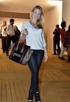 Giselle Prattes, sogra de Lívian Aragão, vai ao Fashion Rio