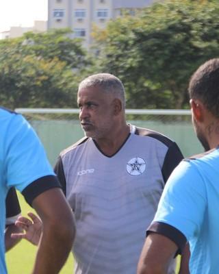 Ademir Fonseca conversa com jogadores em treino do Resende (Foto: Divulgação/Resende FC)